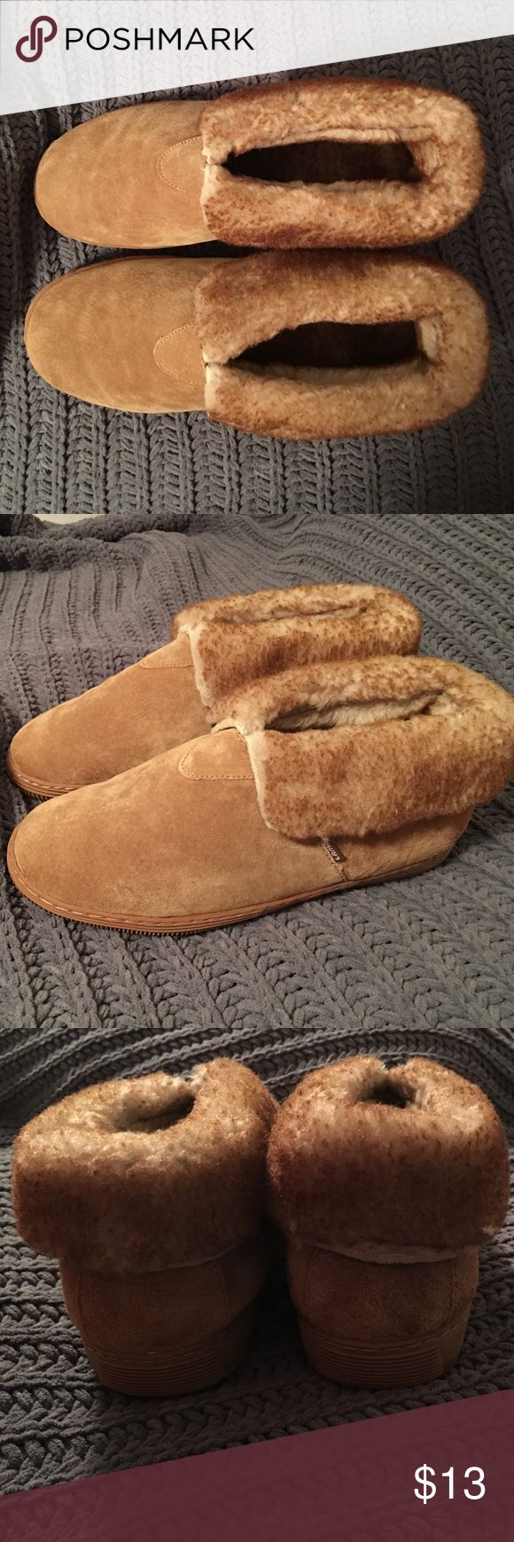 Mens sheepskin slippers These are super soft sheepskin slippers that would be perfect for a boyfriend or friend! I bought for my boyfriend but unfortunately they were too small so they never got worn. Perfect condition! Lamo Shoes Loafers & Slip-Ons