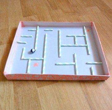 Fabriquez un super labyrinthe de billes pour votre loulou, avec une simple boîte à chaussures ! Venez découvrir tous nos ateliers DIY sur C-Mon-Etiquette...