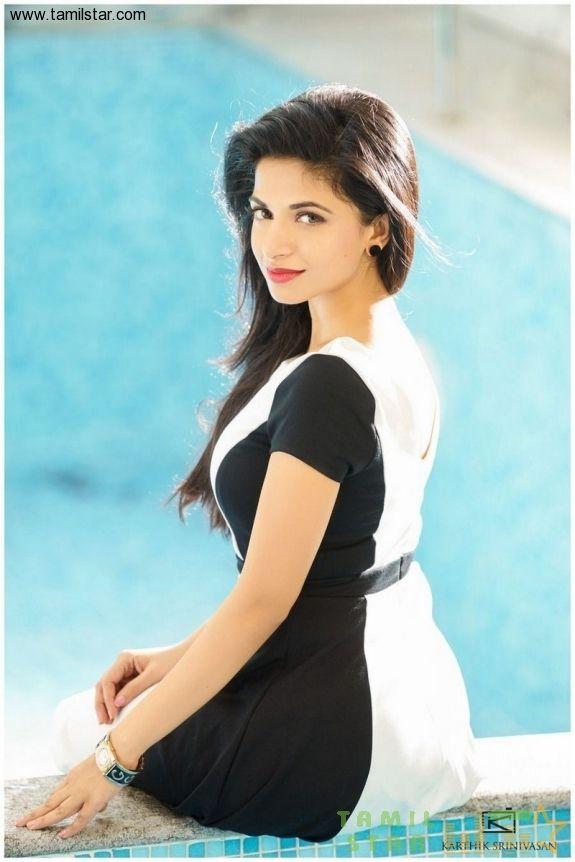 Actress Iswarya Menon Stills