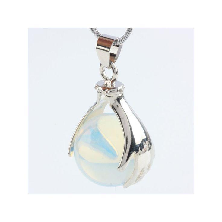 """Healing Hands Opaliet """"PASSIE"""" Verzilverde metalen hanger met een opaliet bol ingeklemd tussen twee helende handen. Een symbool van healing en spiritualiteit. Opaliet is een synthetische opaal met hetzelfde kenmerkende glanzende effect als deze edelsteen, van diep-oranje tot hemels blauw. Opaliet heeft dezelfde werking als opaal: de steen stimuleert passie en staat symbool voor extase, sensualiteit en energetische reiniging."""
