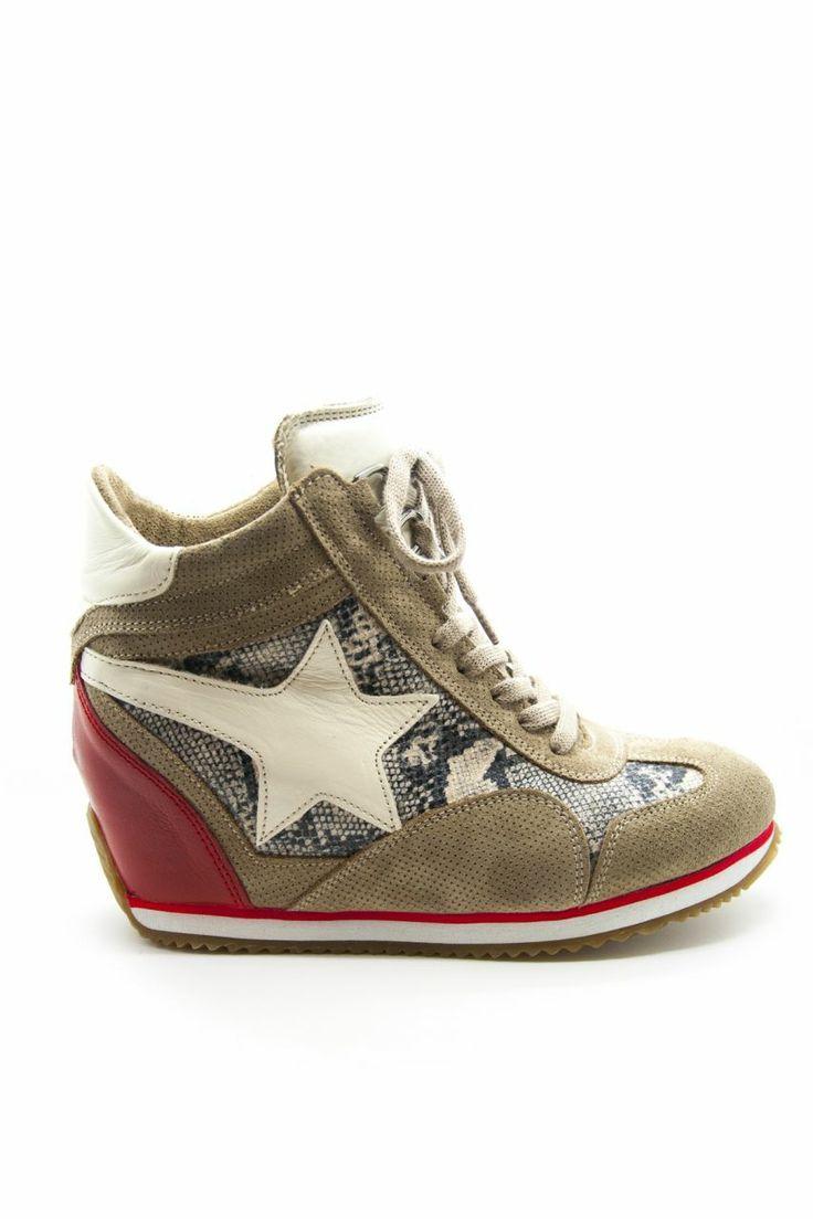 Dolgu topuklu spor ayakkabı - Beyaz Yıldız   En Yeni En Şık Dolgu Topuklu Spor Ayakkabı Modelleri   Trendy Topuk