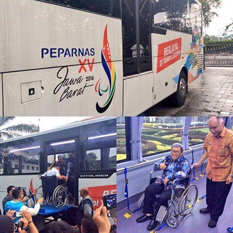 Panitia #Peparnas2016 sudah menyiapkan bus khusus untuk sarana transportasi bagi atlet penyandang difabel pada Peparnas XV Jabar.  Ketua PB #PON2016 dan #Peparnas2016, Bapak Gubernur Jabar Ahmad Heryawan mengatakan, sebanyak 12 bus itu dipesan dengan desain khusus.  Kekhususannya adalah bus ini menggunakan sarana angkut hidrolik untuk menaikan penumpang dengan kursi rodanya.  Bapak Aher juga menyebutkan, penyediaan fasilitas bus seperti itu untuk pertama kalinya dalam sejarah Peparnas.