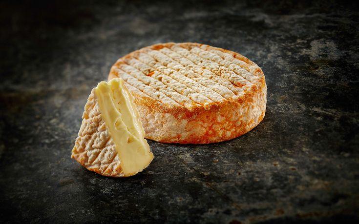 Håndlavet rødkitost fremstillet i små ostekar lokalt i Østjylland. Smagsnoter af champignon, brunet smør & fløde. Få tips til vinmatch med Nordlys her.