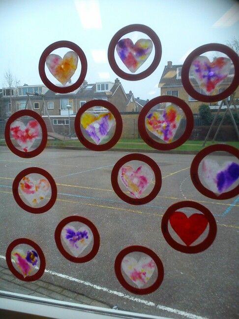 Valentijnsdag hartjes Stift op koffiefilters en daarna nat gemaakt geeft een prachtig effect