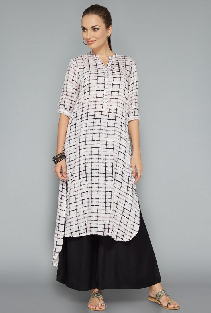 Give your summer wardrobe a fresh update with this off white kurta by Utsa. Designed in a band neck pattern with a button up front, this kurta is finished with a high-low hem and three quarter sleeves. Shop now at tatacliq.com
