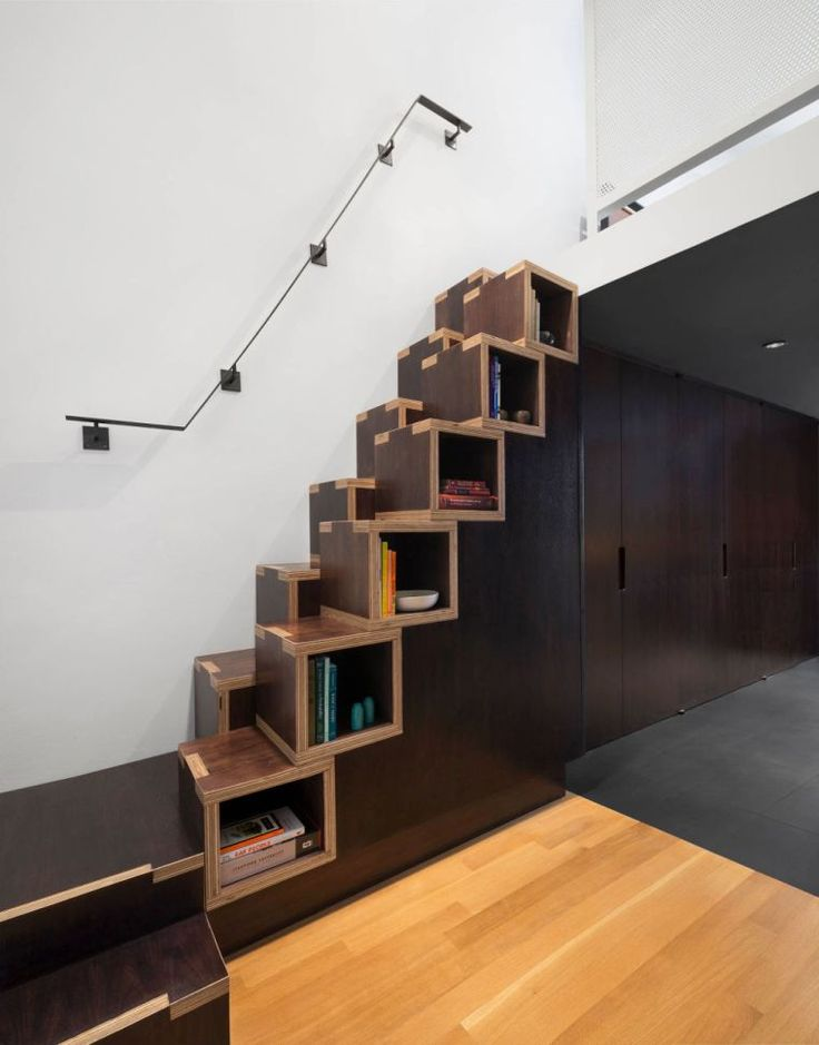 escalier bibliothèque design et étagères avec rangement mural pour petit espace