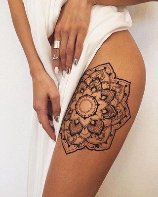 tatuagens femininas na coxa flor de lotus