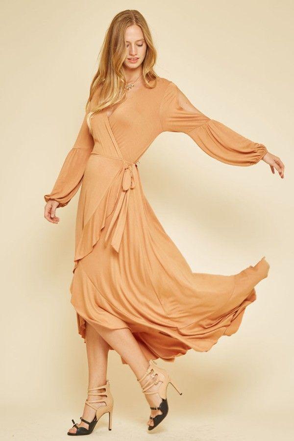 """Длинное платье с запахом цвет светло-рыжий Длинное платье с запахом и длинными рукавами с разрезом вдоль плеч до локтей, а так же на боку платья завязка ввиде узла, юбка в стиле """"Hi-Lo"""". https://www.fashionusa.ru/upakovki/dlinnoe-platie-s-zapaxom-d10565"""