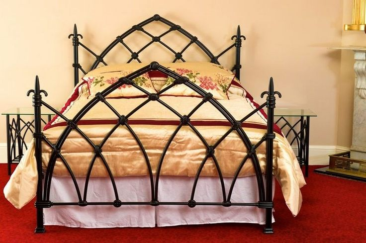 Best 25 Gothic bed ideas on Pinterest  Gothic bed frame Falda egg con lunares and Gothic bedroom