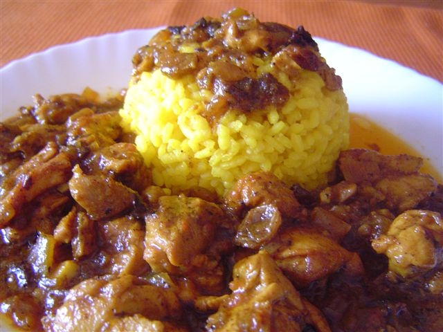 Pollo Al Curry Con Pasas y Arroz. Recetas, Gastronomía, Food, Gastronomy, Recipes...