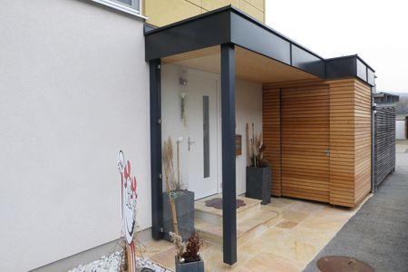 Eingangsueberdachung mit Abstellraum