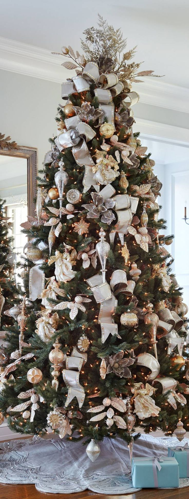 Silver & Gold Christmas Tree | Christmas Decorating Ideas