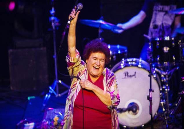 Selda Bağcan'ın yurt dışında konser vermesine artık şaşırmayalım (Mayk Şişman)
