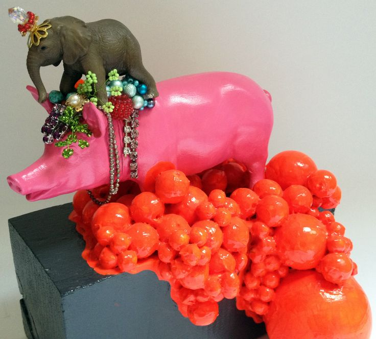 By designer and artist Louise Lagoni. Porcelain pig. Small sculpture.