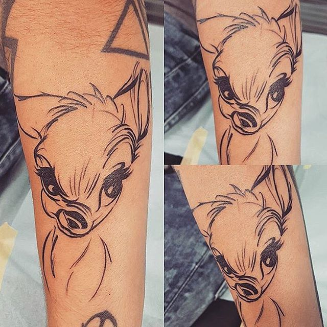 Dieses Bambi Skizzenstück ist ENTZÜCKEND !!! Gemacht von @lady_vixy_tattoo #inkeddisney