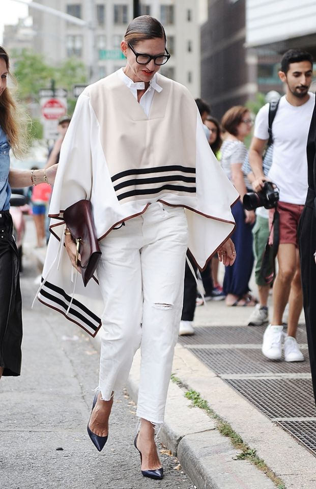 Jenna Lyons preps for fall in a poncho. #white #nyfw #fashion #heels #poncho #cape