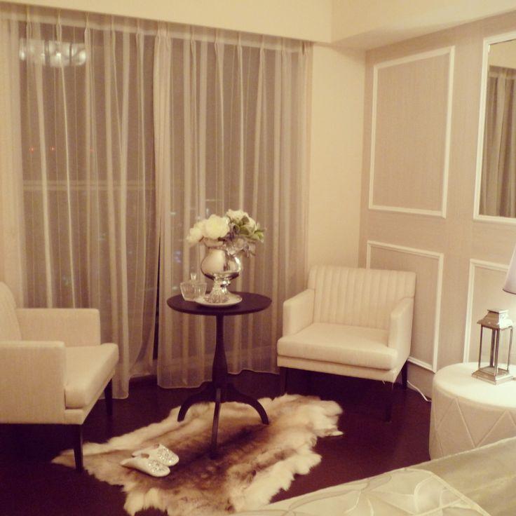 インテリアコーディネート ベッドルーム・寝室|ホワイトを基調にしたホテルライクな空間。