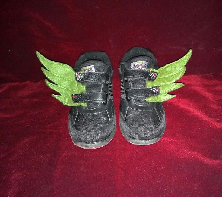 Shoe wings for my twin