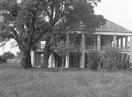 Above & below, Three Oaks Plantation, 1920's & 1930's. This historic home in St. Bernard Parish was constructed in 1815. It met its end in 1966 at the hands of the American Sugar Refinery (sugar refineries and railroad companies being the two entities most often responsibsle for the loss of plantation structures downriver from New Orleans --