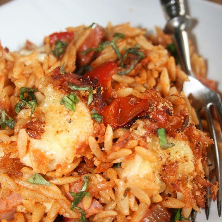 Zapiekanka z mozzarellą, makaronem orzo, papryką, i pomidorkami - Intergalaktyczne Gotowanie