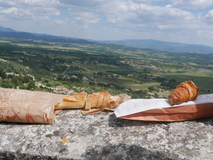 France, Gordes, Provence, breakfast, good view, croissant