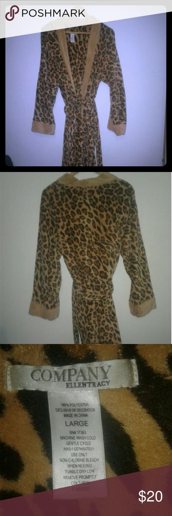 ELLEN TRACY cheetah print robe Very warm and comfortable robe. NWOT Ellen Tracy Intimates & Sleepwear Robes