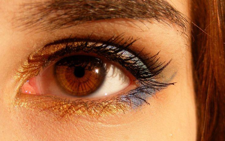 Hoe kun je oogschaduw langer laten zitten? Lees hier de tips hoe je oogschaduw een dag lang kunt dragen zonder constant de oogschaduw te hoeven bijwerken.