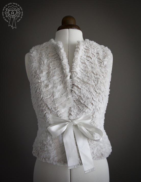 Turkisliivi rusetilla / Faux fur vest with a satin bow