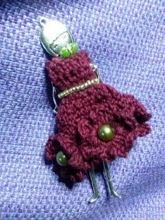 Collana bambolina Vestito in uncinetto, decorato per perline  http://donyscreations.blogspot.it/