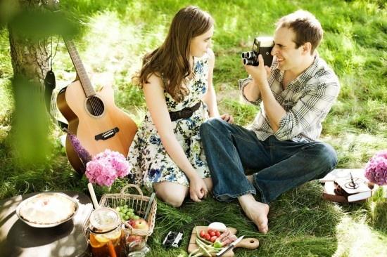 Engagement photo idea, themed engagement session, picnic, pose, posing, couple portrait