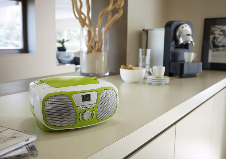 """Portable Radio/CD Stereo player """" Fly"""" Acid Green. Play your CDs or radio on the road. http://www.bigbeninteractive.it/produit/produit/id/6585"""