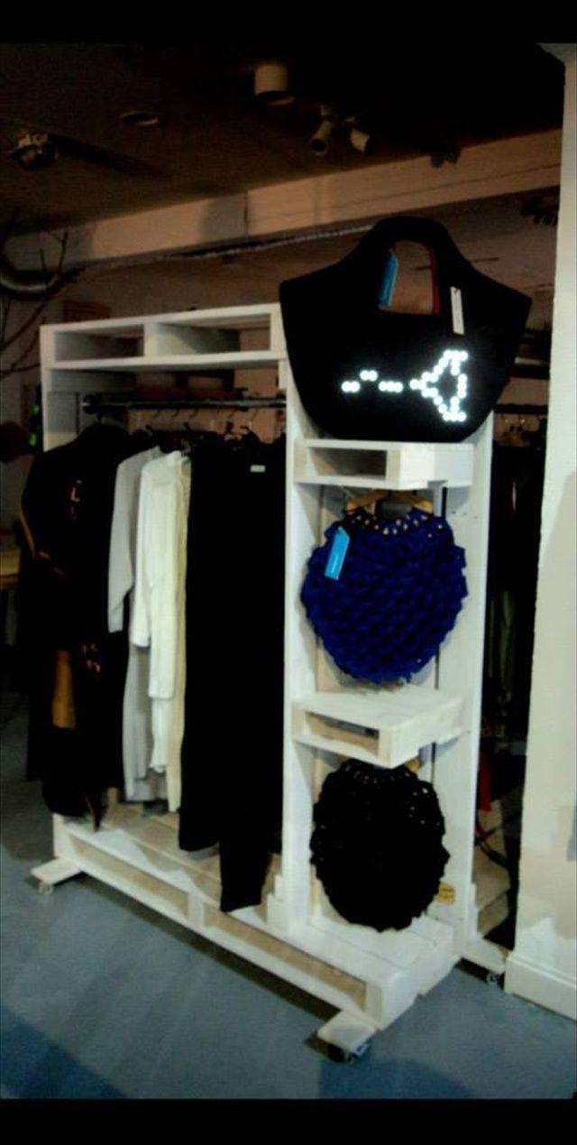 #DIY Pallet Furniture for Clothing #Storage #Needmorespace