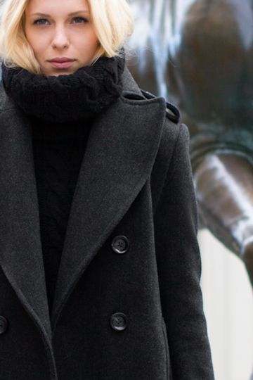 Coat.Winter Street Style, Winter Layered, Fashion, Classic Peacoats, Chunky Sweaters, Winter Style, Winter Coats, Black, Chunky Knits