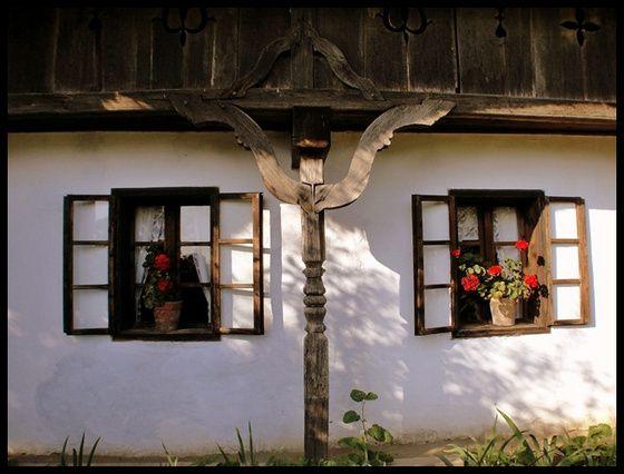 Rolling A régi ház ablakai. című képe az Indafotón.