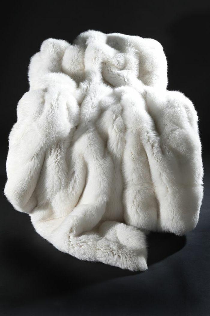 60 best plaids et couvre lits en fausse fourrure images on pinterest fake fur plaid and range. Black Bedroom Furniture Sets. Home Design Ideas