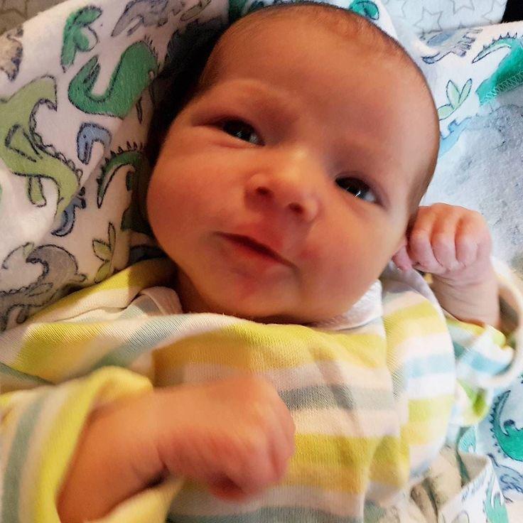 1 semana desta maravilha na família. Olívia tem sido uma nova garota a cada um desses sete dias todas fofas  #bebê #babygirl #madchen #grlpwr