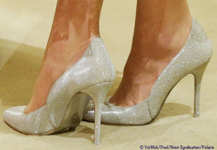 Kate Middleton Oscar de la Renta Platinum 'Cabrina' lamé heels