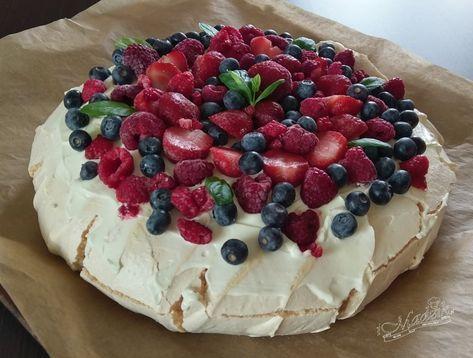 Pavlova - tort bezowy z mascarpone i owocami