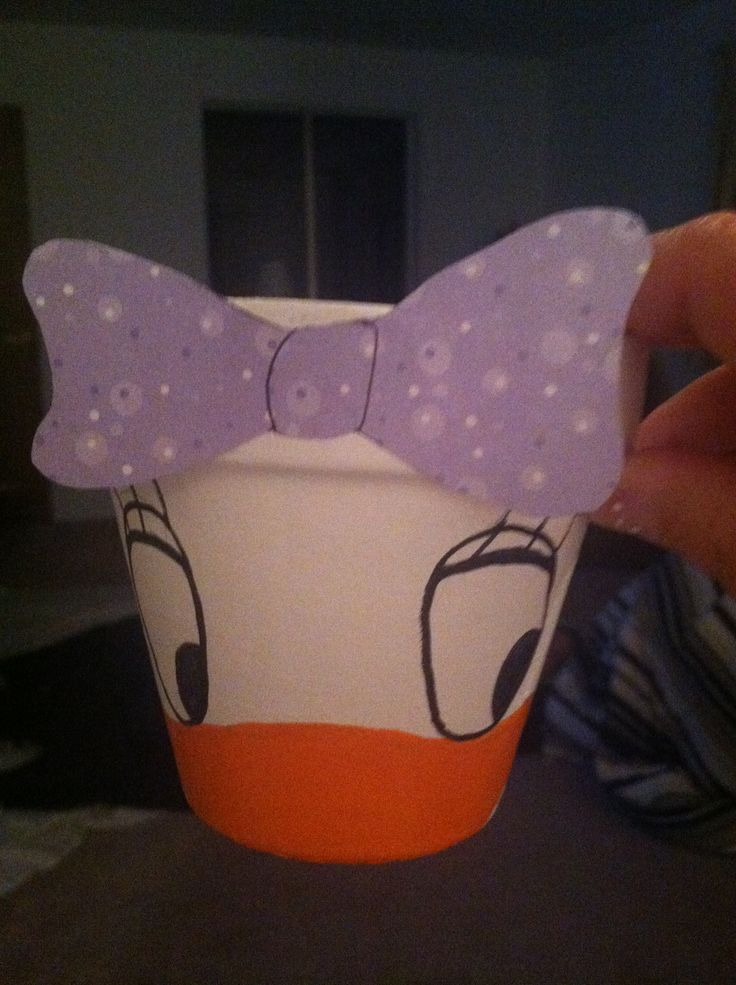 Daisy Duck pot for utensils at a party