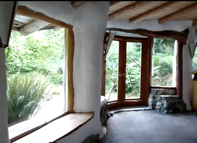 Inside my ultimate fav cob house, want want want mine to look something like this. LOVE the windows and natural light! Building in picture lives at www.hollyhock.ca/... and there is a vid tour of it here http://www.youtube.com/watch?v=sJbr7-4ps70