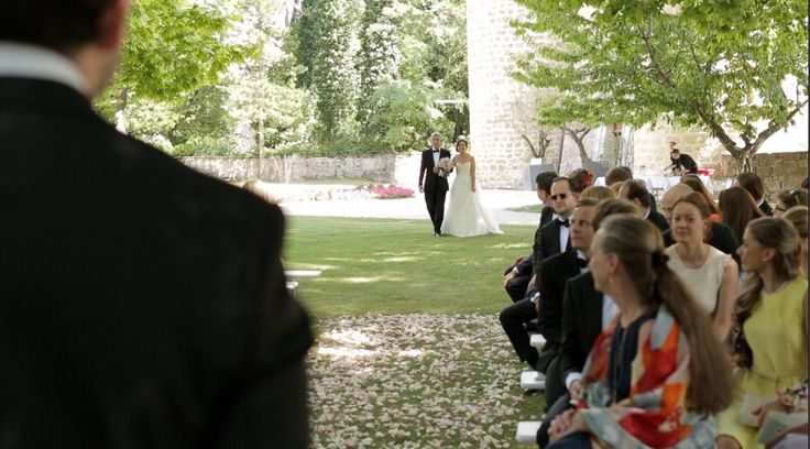 Arrival of the bride... they looks each other and the love is in the air! <3 #sharethelove #spreadthelove #loveisintheair #stillvideo #weddingvideo #realwedding #wedding #weddingday #waitingthebride #bride #brideandgroom #video