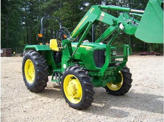 2010 JOHN DEERE 5055E Tractors - Photo 1
