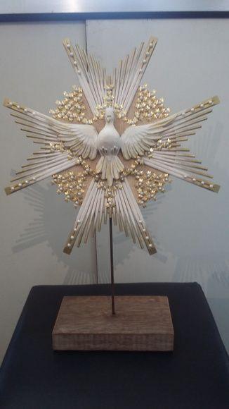Divino para mesa em madeira com flores de metal