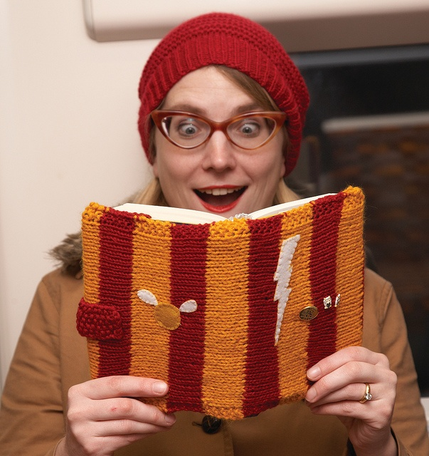 Book Cosy - Harry Potter by Deadly Knitshade, via Flickr
