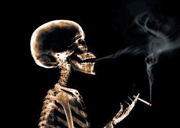 Blog Antifumat: In sfarsit nefumator - Acele umbre sinistre  O altă mare bucurie a lăsatului de fumat este că scapi de umbrele acelea sinistre, furişate într-un cotlon al minţii. Toţi fumătorii ştiu că sunt nişte idioţi şi că eludează efectele nocive ale ţigării. Mai tot timpul, fumatul e un act automat, dar umbrele acelea subzistă în subconştient, gata să iasă la suprafaţă. Ai câteva avantaje extraordinare când te laşi de fumat. De unele am fost conştient tot timpul ...