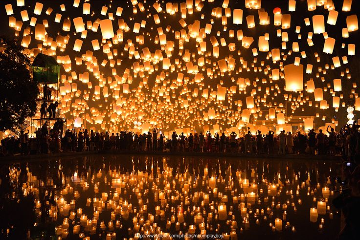 Floating Lanterns : Loi Krathong Festival in Thailand 2013