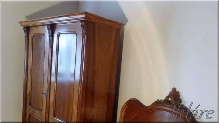 Antik bútor, ruhásszekrény
