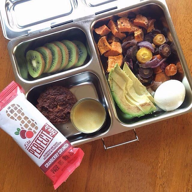 Today felt like the first day of school bringing my new @planetbox lunch box to the office We're so happy to revamp your #worklunch, @_beetsme! #planetbox #lunchbox #teamplanetbox #planetboxlunch #lunchboxlove #schoollunch #healthykids #school #food
