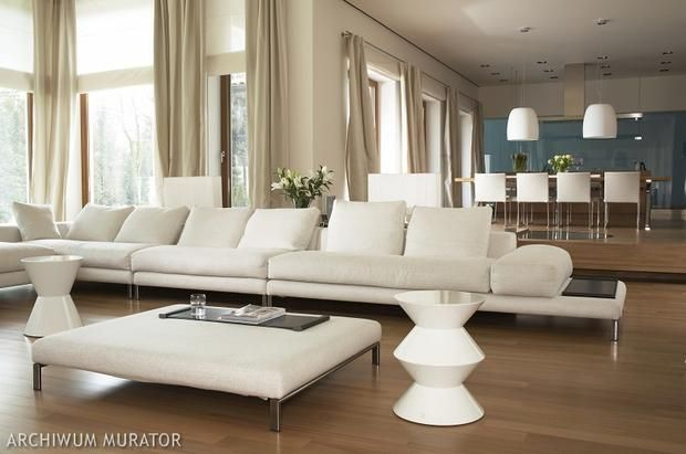 okna + zasłony, podłoga, kanapa, obniżenie