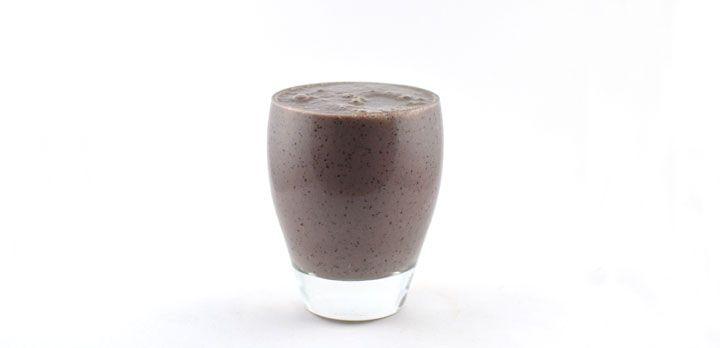 Romaine sla blauwe bessen sojayoghurt smoothie